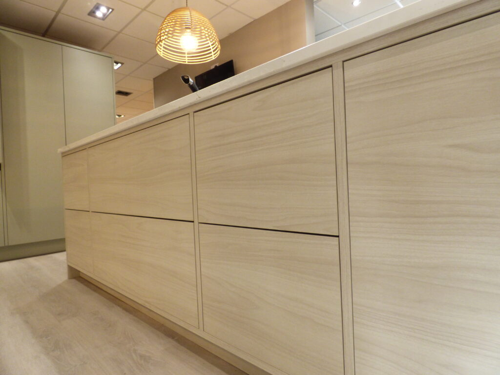 Wood Stained Cupboard Design Kitchen